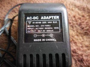 AC-DCアダプター 出力DC7.5V、600mA