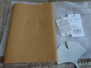 ダコタ 馬蹄マークの本革ブックカバー。新品未使用。文庫本。大幅値下!