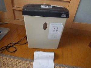 ナカバヤシ パーソナルシュレッダ ベージュ NSE-104BE 家庭用にちょうどよいサイズです