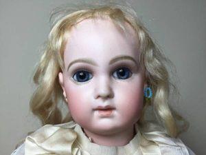 ★DEPOSE 青い目の人形 48cm★スタンド付★ビスクドール★C
